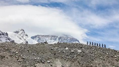 """珠峰边境派出所民警:""""我在世界第一高峰下执勤"""""""
