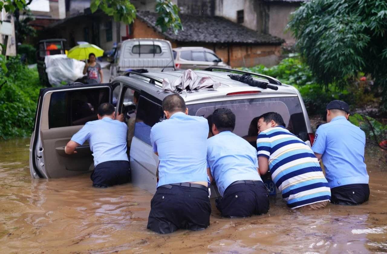 抗洪抢险,逆水而上,风雨中他们用行动守护这片土地