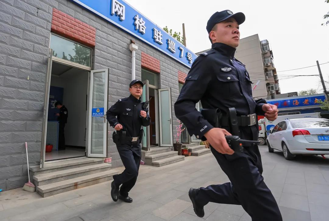 """济南市中公安局""""最美身影""""线上摄影展作品选"""
