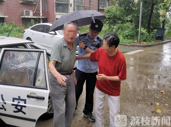 连日暴雨中,江苏省镇江市民警这些举动暖人心