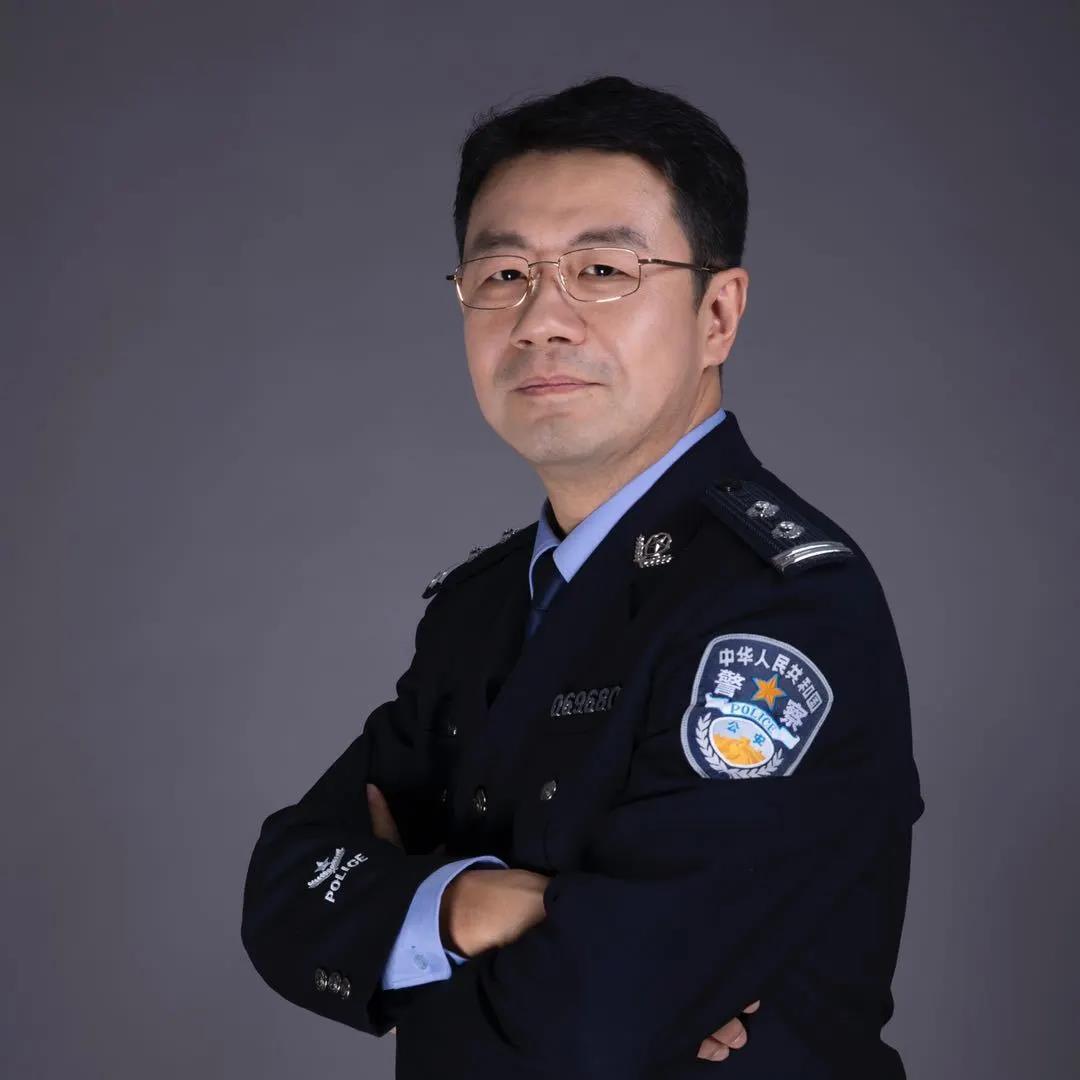 """《三叉戟》与 吕铮的""""警察世界"""""""