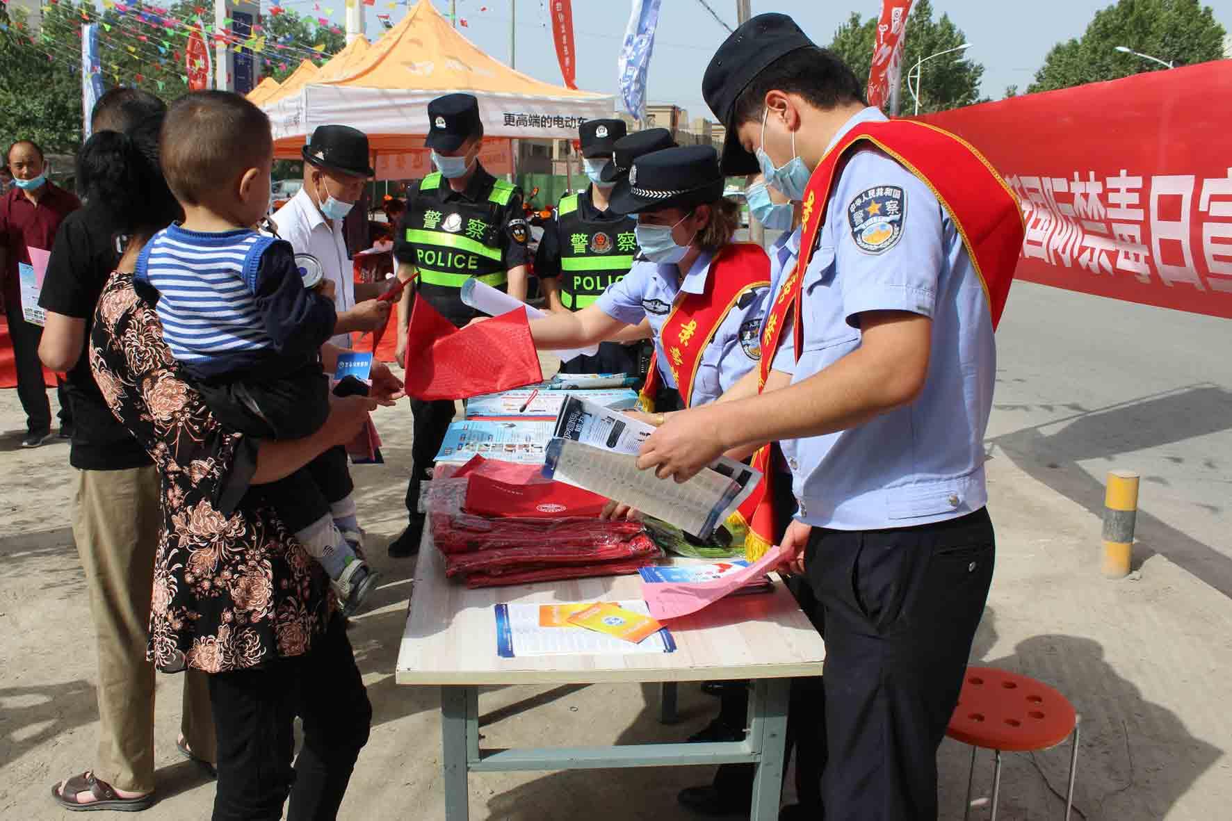 新疆沙雅县公安局全方位开展禁毒宣传铸牢全民识毒拒毒防护网