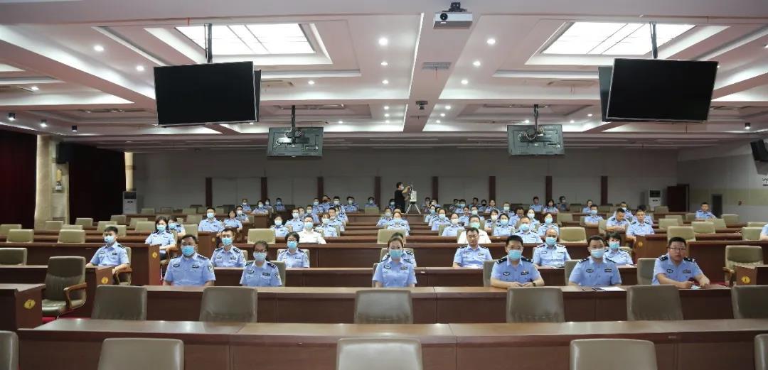 内蒙古自治区公安厅政治部组织全体民警辅警观看红色影片《太行山上》