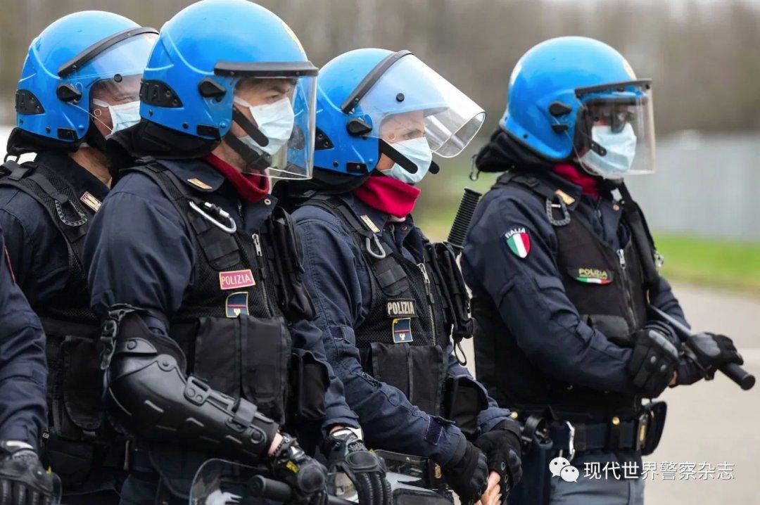 """无国界战""""疫""""中的意大利警察执法"""