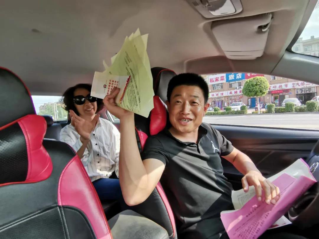 """齐齐哈尔:泰来县出租车变身""""防范电信诈骗、禁毒义务宣传员"""""""